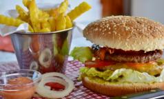Диетолог назвала время, когда съеденный бургер «сойдет с рук»