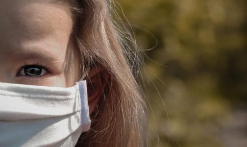 ВОЗ: Детям 5 лет и младше не обязательно носить маски для защиты от коронавируса