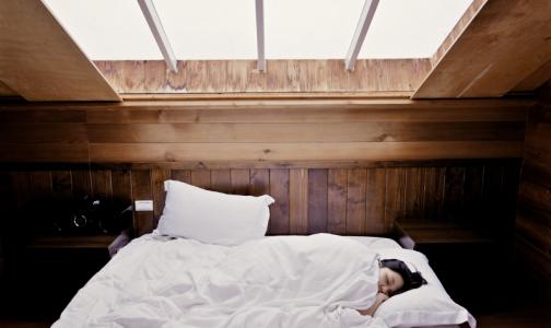 Психолог: Недосып активизирует работу мозга и толкает на решение сложных проблем