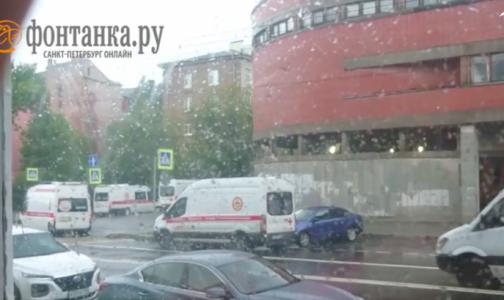 У Покровской больницы вновь выстроилась очередь из скорых