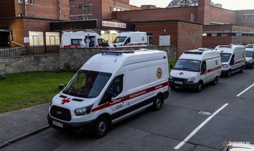 В Петербурге в сутки госпитализируют по 380 пациентов с коронавирусом