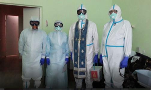 """Священникам на Кубани выдали """"противоковидные"""" рясы для посещения пациентов с коронавирусом"""