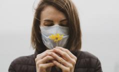 Дерматолог: маска защищает не только от инфекций