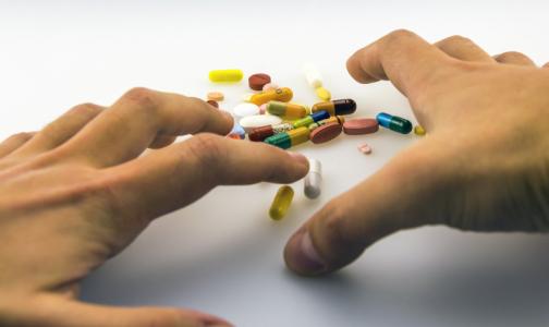 Кому в Петербурге дадут бесплатные лекарства от CОVID-19, неизвестно. Но давать будут