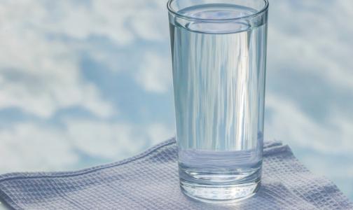 На российских рынках почти половина питьевой воды оказалась подделкой