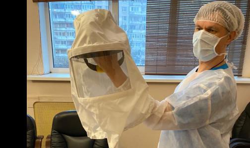 «Шлем» с вентилятором вместо респиратора. Врач петербургской больницы запатентовал новый СИЗ