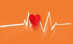 Фармпроизводитель предупредил о рисках для сердца при приеме антибиотика. Его назначают для лечения COVID-19