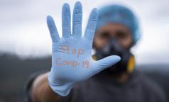 Сколько медиков в Петербурге борются с пандемией коронавируса на скорой, в больницах и поликлиниках