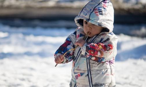 Как понять, что ребенок замерз? Врачи назвали 5 признаков переохлаждения у детей