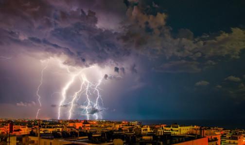 Под удар молнии угодили 13 австралийских учеников и два учителя. Парамедики спасли всех