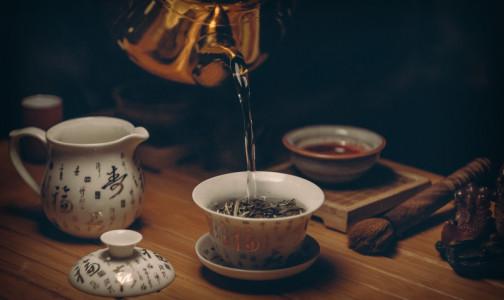 Поможет ли чай протрезветь и почему его нельзя пить горячим? Отвечают диетологи