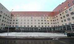 Корпус-долгострой больницы в Колпино власти пообещали сдать в эксплуатацию в ближайшее время. Он сможет принимать пациентов с COVID-19