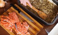 Специалисты предупреждают, что солёная красная рыба может быть опасна для здоровья. И советуют, как её правильно выбрать