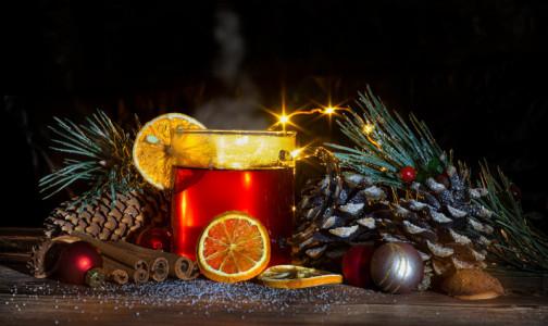 """Диетологи рассказали, как приготовить полезный глинтвейн и какой """"зимний"""" напиток можно пить каждый день"""