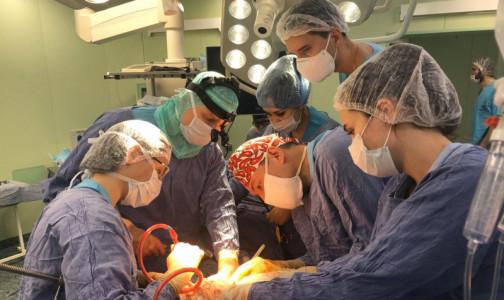 В московской клинике пациентке с огромной злокачестенной опухолью удалили почку и вернули на место