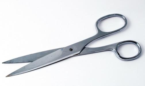 В нападении с ножницами на медсестру подозревают профессора ИТМО с «холодным взглядом». Он подал встречное заявление
