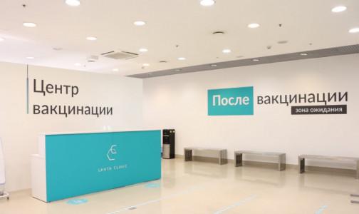 За первые три часа - более 20 человек. Как делают прививки от коронавируса в торговых центрах Петербурга