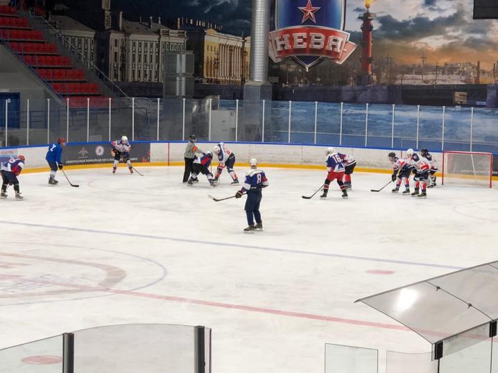 Врачи играют в хоккей