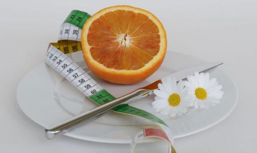 Начинаем худеть с «головы». Психотерапевт НМИЦ им. Бехтерева назвала 13 ошибок мечтающих «похудеть к лету»