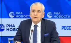Выбирать не дадут: Онищенко высказался о трех российских вакцинах и их доступности