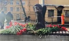 Тайно, узким кругом. Беглов открыл памятник погибшим от ковида медикам без медиков