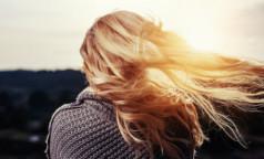 """Новый тренд в соцсетях - моем голову рисовой водой и """"оживляем"""" волосы. Что думают об этом дерматологи-трихологи"""