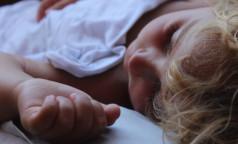 Ребенок отравился: как ему помочь, чем лечить и когда необходимо вызывать врача. Инструкция доктора Комаровского