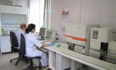 Роспотребнадзор отменяет решение Минздрава: тест на коронавирус перед госпитализацией вновь могут сделать обязательным