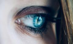 """Подмигивание или нервный тик? О чем сигналит """"дергающийся глаз"""", объяснил невролог"""