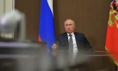 Россияне хотят привиться той же вакциной, что выберет Путин. Но в Кремле не хотят ее называть