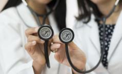 Более 230 клиник соперничают за выход в финал премии «Доктор Питер — частная медицина». Еще есть шанс назвать своего кандидата