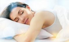 """""""Как нравится, так и спите"""": Сомнолог развенчал миф о существовании вредных поз для сна"""