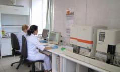 Привитым нужно сдавать тесты на коронавирус. Когда это необходимо делать, разъяснила эпидемиолог