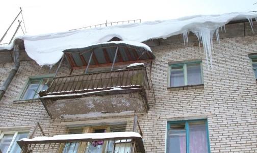 Семь петербуржцев пострадали из-за сосулек