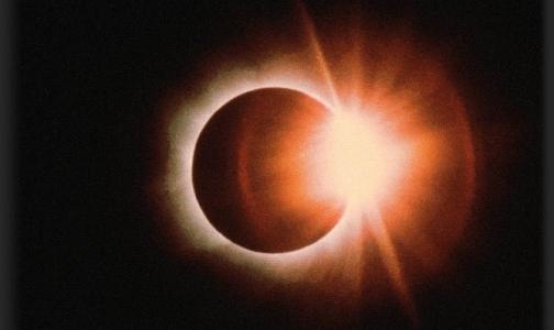 Сегодня в полночь луна перекроет солнце