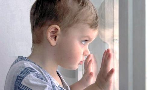 В Петербурге еще один ребенок выпал из окна