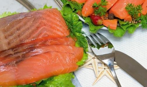 Защитить будущего ребенка от аллергии помогут орехи и жирная рыба