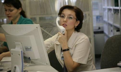 Почему петербуржцам трудно получить номерок на прием к врачу