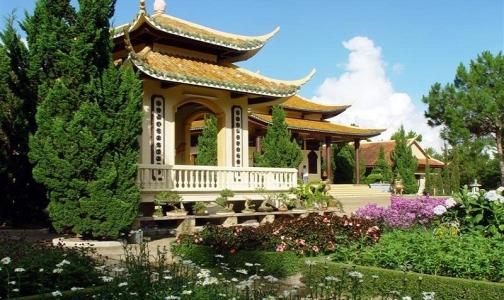 Онищенко разрешил отдыхать во Вьетнаме российским туристам