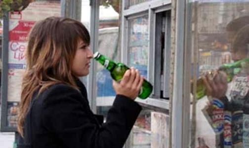 Депутаты предлагают запретить продавать алкоголь родителям с детьми