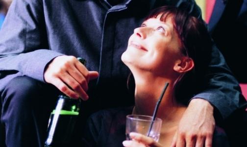 60% подростков впервые пробуют алкоголь на семейном празднике