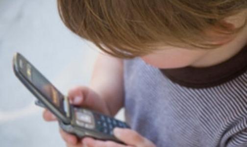 Онищенко считает, что мобильные телефоны полезны для первоклассников