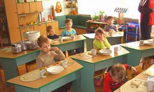 В детских садах Петербурга варили компот из испорченных фруктов в грязной посуде