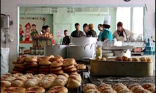 Школьники Петербурга просят продавать в столовых жвачку и газировку