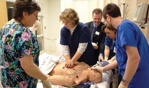 Специалисты Красного креста объясняют, как спасти человеку жизнь