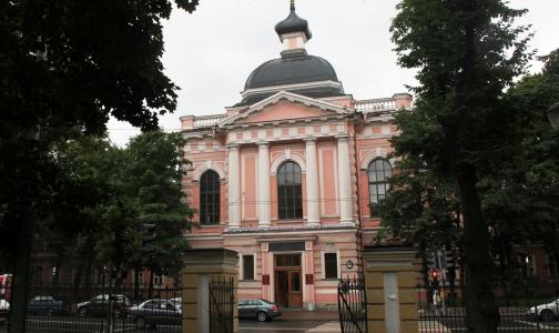 Все медицинские вузы Петербурга признаны эффективными