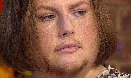 В знак солидарности с мужчинами дама отрастила… усы и бороду