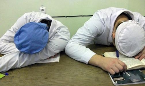 Легко ли быть студентом-медбратом или студенткой-медсестрой в Петербурге