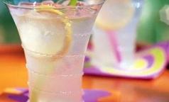 Полоскание горла лимонадом поможет бросить курить