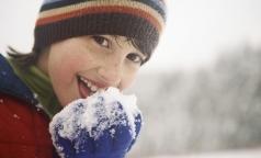 Как правильно гулять с ребенком зимой